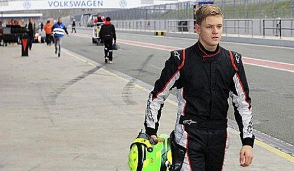Mick Schumacher prý zůstane v F3
