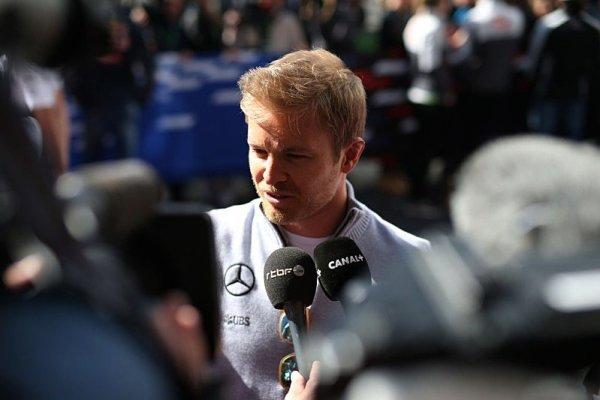 Wolff: Rosberg by se mohl vrátit v červené kombinéze