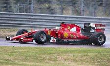 Vettel testoval na mokré trati a havaroval