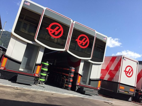 Haas si ponechá Magnussena i Grosjeana
