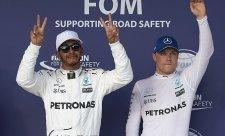 Hamilton v problémech, přesto nejrychlejší