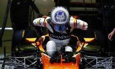 Alonso a Ricciardo nikam nespěchají