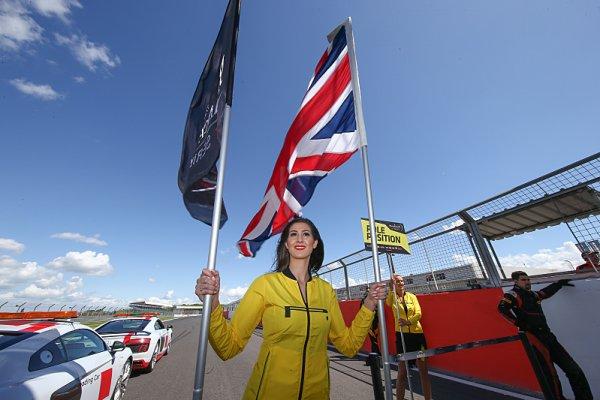 Vytrvalci v britském chrámu motorsportu