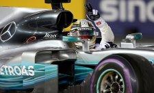 Grosjean, Hamiltonovy pásy a Vettelův volant