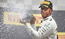 Hamilton si užíval souboje s rychlým Vettelem