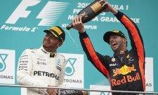 Hamilton bodoval ve dvacáté velké ceně v řadě