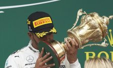 Mercedes bral v Silverstone absolutně všechno!
