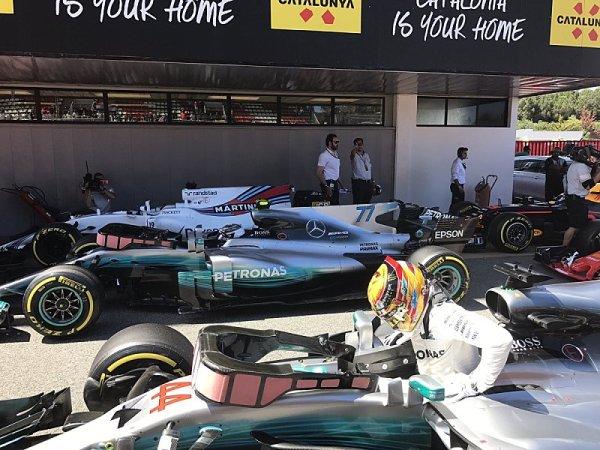 Bitvu Vettela s Hamiltonem rozhodly setiny sekundy