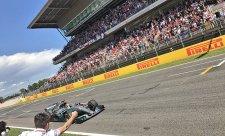 Hamilton předjel Vettela a vyhrál!
