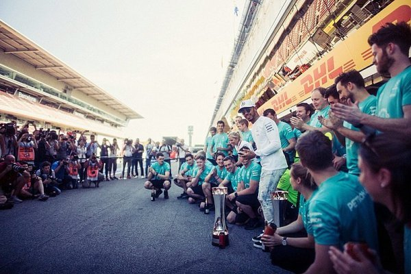 Vettel musel zuřit, uvědomuje si Hamilton
