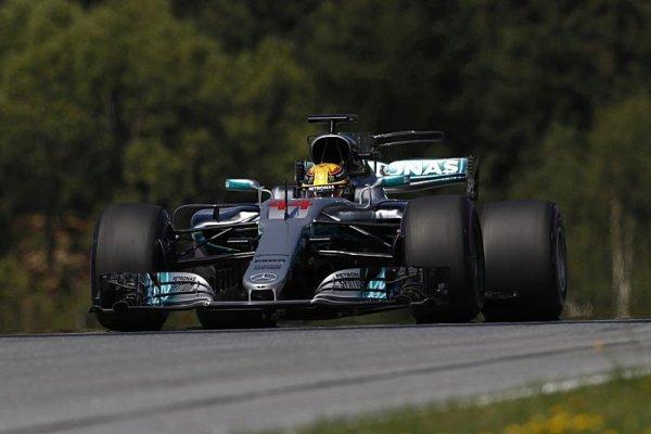 Hamilton určitě neodstartuje z pole position!