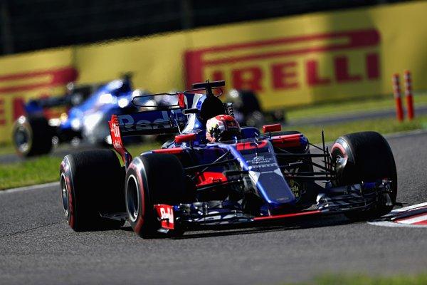 Sainz poděkoval týmu Toro Rosso rozbitým autem
