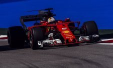 Vettel: Mercedes si hraje