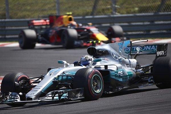 Utratil loni více Mercedes nebo Red Bull?
