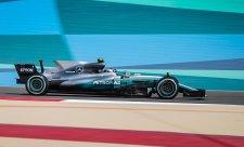 Pole position má Mercedes, ale ne Hamilton!