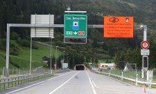 Požár ve švýcarském tunelu