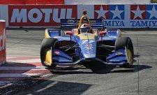 Rossi stále udává tempo