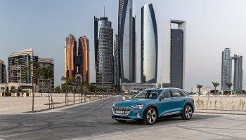 Jak se vám líbí Audi e-tron mezi arabskými mrakodrapy?