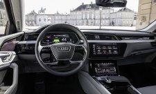 Audi e-tron ukázalo svůj interiér