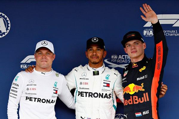 Hamilton po osmdesáté, obrovský kiks Ferrari