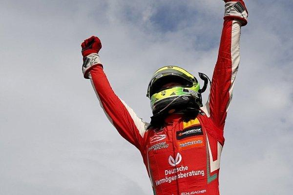 Schumachera už mnozí vidí ve formuli 1