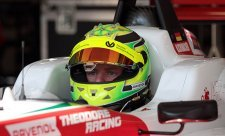 Schumacher nejrychlejší v testech F3