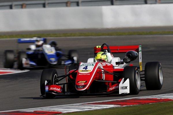 Schumacher je už v šampionátu druhý