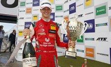 Schumacher pokračuje ve vítězném tažení