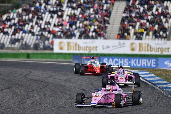 Schumacher je Nováčkem roku, Ptáček vždy v desítce