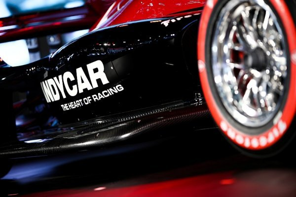 Příští motor vozů IndyCar bude o 100 koní silnější