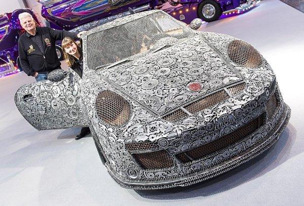 Porsche GT3 RS z kovového odpadu