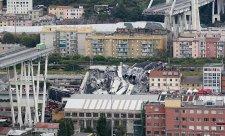 V Janově panuje po zřícení mostu dopravní chaos