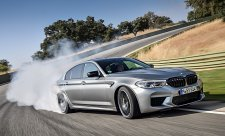 BMW se spalovacích motorů jen tak nevzdá