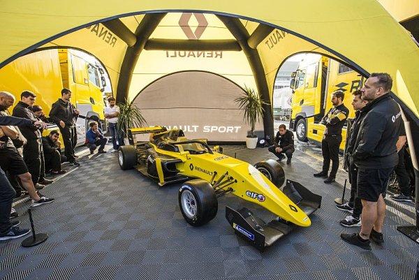 Fernando Alonso zamířil do formule Renault