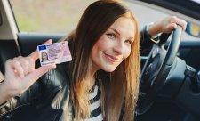 Řidičský průkaz si musí vyměnit ještě 30 % řidičů