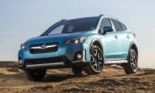 Subaru Crosstrek Hybrid na autosalonu v LA