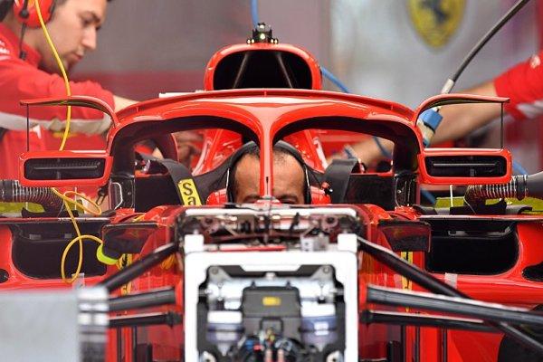 Whiting se přišel podívat na zpětná zrcátka Ferrari