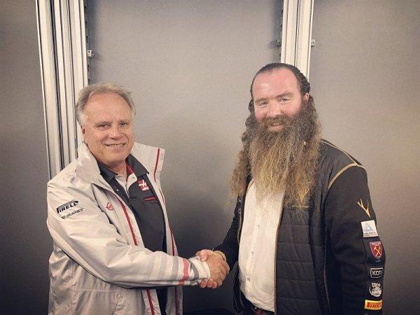 Haas se spojil s pozoruhodnými personami