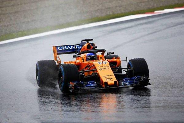 McLaren se musel rychle podívat do zrcadla