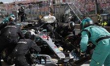 Mercedes brnkal na nervy soupeřům
