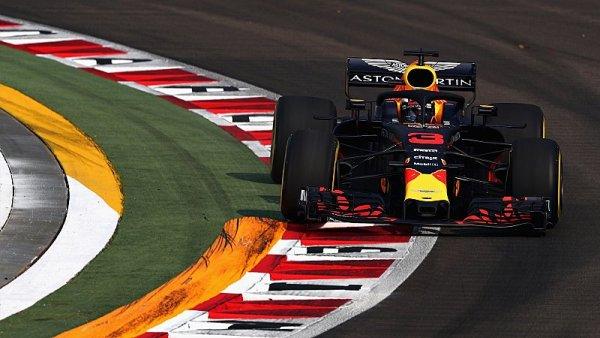 Nejrychlejší Ricciardo, Mercedes zatím vyčkává