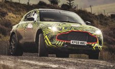 Aston Martin DBX na prvních fotografiích