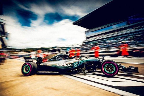 Mercedes se stává favoritem pro kvalifikaci