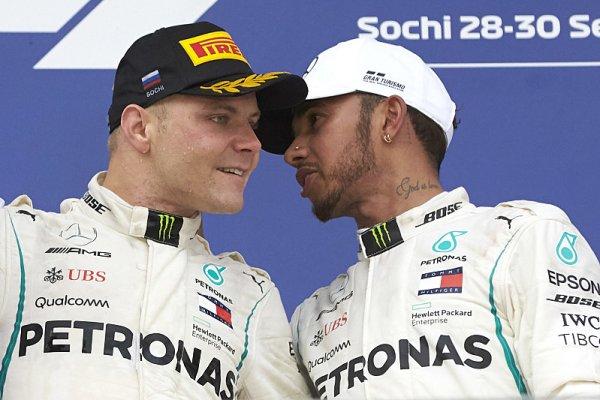 Vynucený Bottasův dar Hamiltonovi v ceně sedmi bodů