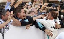 Hamiltonovo padesáté vítězství u Mercedesu!