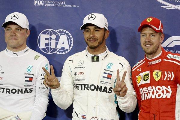 Hamilton zahájil oslavy titulu