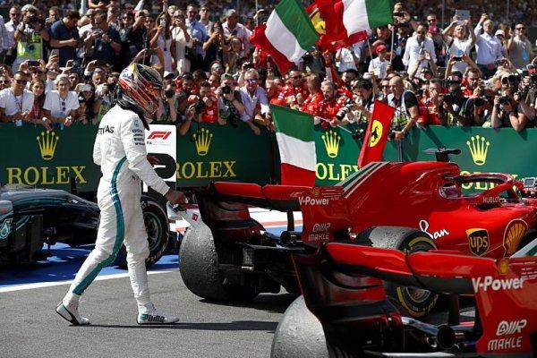 Hamilton přijal Räikkönenovu omluvu