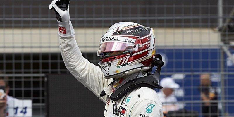 Mercedes kompletně obsadil první řadu