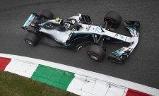 Hamilton vymyslí, jak se dostat před Ferrari