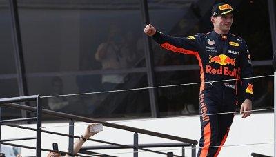 Ricciardo dojel s poškozeným křídlem